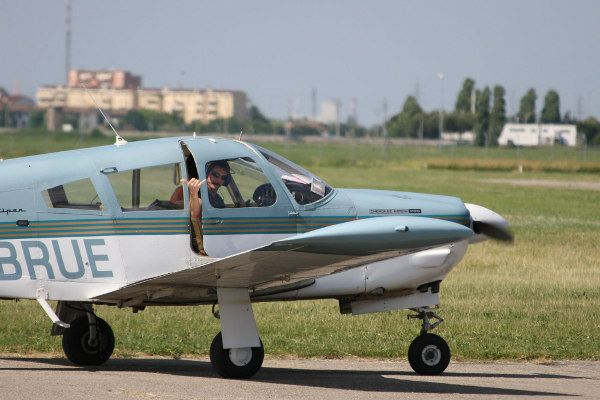 F-BRUE PA28 Arrow 200